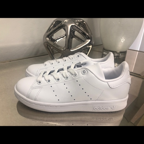 best service ebfbf 788ad ADIDAS STAN SMITH TRIPLE WHITE WOMENS 5.5 & MENS 4